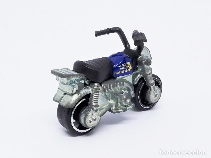 Motos a escala: Motocicleta Hot Wheels 2017 HW Moto Honda Monkey Z50 (Mini Bike) 2/5 escala 1:64 - Foto 2 - 236325600