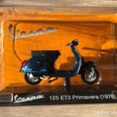 Motos a escala: VESPA 125 ET3 PRIMAVERA -1976 - VESPA COLLECTION RBA, 1/18. Lote 237666935