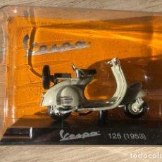 Motos a escala: VESPA 125 -1953 - VESPA COLLECTION RBA, 1/18. Lote 237668810