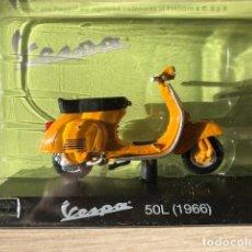 Motos a escala: VESPA 50L - 1966 - VESPA COLLECTION RBA, 1/18. Lote 237669275