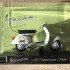 Motos a escala: VESPA 125 PRIMAVERA - 1968 - VESPA COLLECTION RBA, 1/18. Lote 237670110