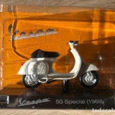Motos a escala: VESPA 50 SPECIAL - 1969 - VESPA COLLECTION RBA, 1/18. Lote 237670500