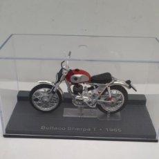 Motos a escala: M. MAQUETA MOTO MARCA: BULTACO. MODELO SHERPA T (AÑO 1965) ESCALA 1/24 - CON URNA - NUEVA - ALTAYA. Lote 238576515