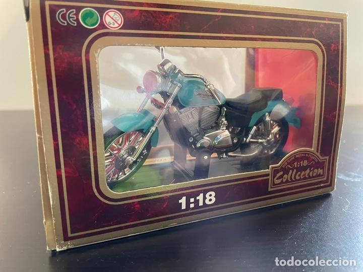 Motos a escala: Moto honda 1-18 sin abrir - Foto 3 - 248485665