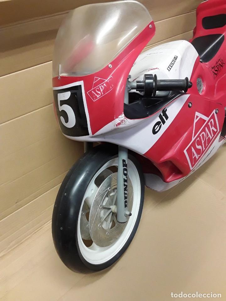 Motos a escala: Moto carreras Aspar honda 125 cobas, réplica eléctrica, antigua. - Foto 2 - 248812575