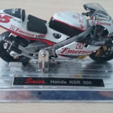 Motos a escala: MAQUETA MOTO GP LORIS CAPIROSSI HONDA NSR 500 SAICO AÑO 2000. Lote 249385905