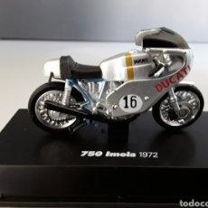 Motos a escala: MOTO DUCATI 750 IMOLA 1972 - NEW RAY ESCALA /32 NEWRAY. Lote 253887140