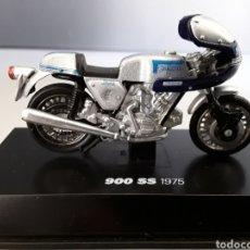 Motos a escala: MOTO 900 SS 1975 SÚPER SPORT ESCALA 1/32 NEW RAY. Lote 253888770