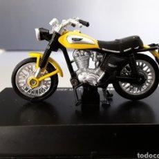 Motos in scale: MOTO DUCATI SCLAMBLER 450 1970 ESCALA 1/32 NEW RAY. Lote 253889420
