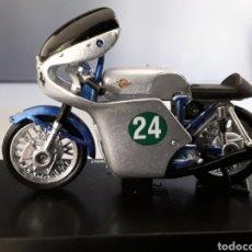 Motos in scale: MOTO DUCATI 250 BICILINDRICO 1960 ESCALA 1/32 NEW RAY. Lote 253889875