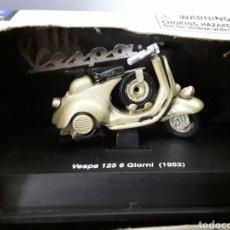 Motos a escala: MOTO VESPA 125 6 GIORNI 1952 NEW RAY. Lote 257315080