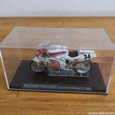 Motos in scale: MOTO DE METAL SUZUKI RGV 500 KEVIN SCHWANTZ 1993.NUEVA EN SU CAJA. Lote 260852025