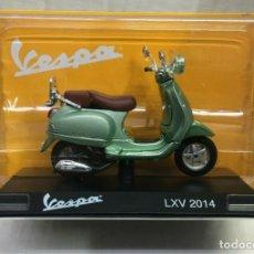 Motos in scale: MOTO CLÁSICA VESPA LXV - 2014 (ESCALA 1:18) MOTOS, ORIGINAL,OFICIAL. Lote 262199810