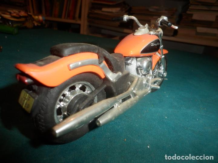 Motos a escala: MOTO YAMAHA DRAG STAR - MOTOCICLETA COLOR NARANJA - Foto 5 - 262843930