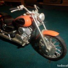 Motos a escala: MOTO YAMAHA DRAG STAR - MOTOCICLETA COLOR NARANJA. Lote 262843930