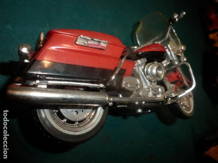 Motos a escala: MOTO HARLEY DAVIDSON ROAD KING - MAISTO- MOTOCICLETA COLOR GRANATE/ROJO O SIMILAR - Foto 7 - 262844210