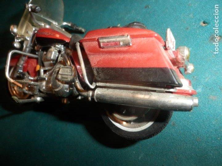 Motos a escala: MOTO HARLEY DAVIDSON ROAD KING - MAISTO- MOTOCICLETA COLOR GRANATE/ROJO O SIMILAR - Foto 8 - 262844210