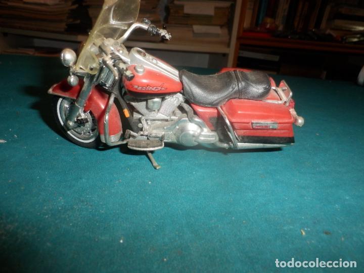 MOTO HARLEY DAVIDSON ROAD KING - MAISTO- MOTOCICLETA COLOR GRANATE/ROJO O SIMILAR (Juguetes - Motos a Escala)