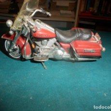 Motos a escala: MOTO HARLEY DAVIDSON ROAD KING - MAISTO- MOTOCICLETA COLOR GRANATE/ROJO O SIMILAR. Lote 262844210