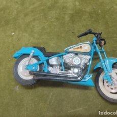 Motos a escala: MOTO TIPO HARLEY FLYING STAR AÑO 1995 ESCALA 1/18 DE NEW-RAY. Lote 264097120