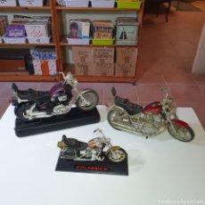 Motos a escala: TRES MOTOS DISTINTOS TAMAÑOS, LAS FOTOGRAFIADAS.. Lote 268117279