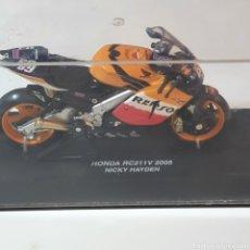 Motos a escala: MOTO, HONDA RC211V 2005, NICKY HAYDEN, LA FOTOGRAFIADA.. Lote 268127194