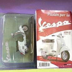 Motos a escala: FIGURA VESPA 125 PRIMAVERA 1968 ESCALA 1:18. Lote 269603018