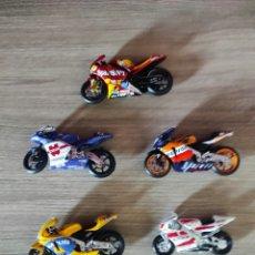 Motos in scale: ~ SET LOTE DE 5 MOTOS A ESCALA DE MOTO GP, REPSOL HONDA, YAMAHA...~. Lote 283638738
