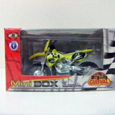 Motos a escala: MOTO SUZUKI #2 MOTOCROSS GUISVAL MINI BOX ESCALA 1:29 MINIBOX JUGUETE TOY BIKE Nº 2 YELLOW AMARILLA. Lote 289894203