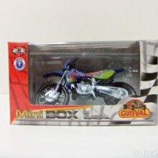 Motos a escala: MOTO KAWASAKI #4 MOTOCROSS GUISVAL MINI BOX ESCALA 1:29 MINIBOX JUGUETE TOY BIKE Nº 4 AZUL BLUE. Lote 289895153