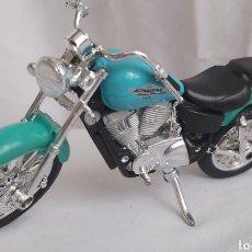 Motos a escala: HONDA SHADOW VT 1100 C2 MARCA MAISTO A ESCALA 1/18. Lote 293949488