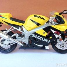 Motos a escala: MOTO EN MINIATURA SUZUKI GSXR 600 - PERFECTO ESTADO - LONGITUD: 16,5 CM. Lote 294092838