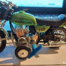 Motos a escala: MOTO KAWASAKI 750 FUNCIONA A CUERDA. Lote 294103473