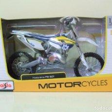 Motos a escala: MOTO HUSQVARNA FE 501 - MAISTO MOTORCYCLES ESCALA 1:12 - MOTOCICLETA MINIATURA MODELO MOTORBIKE. Lote 295808883