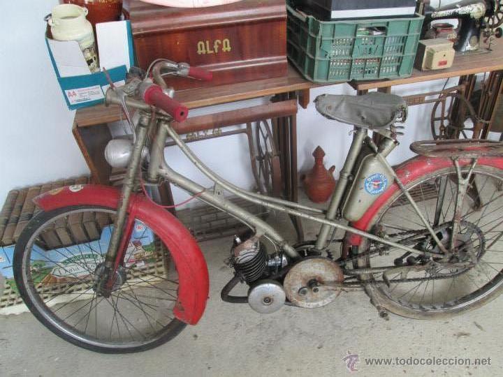 BONITA MOTO ANTIGUA MARCA MOTOBECANE DES PUE MOBILETE DEL AÑO 20 AL30 (Coches y Motocicletas - Motocicletas Antiguas (hasta 1.939))