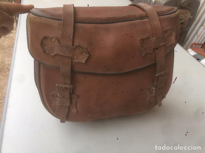 Motos: Antigua mochila / bolsa de cuero para moto de los años 40 con cierres de hebilla - Foto 2 - 85299352