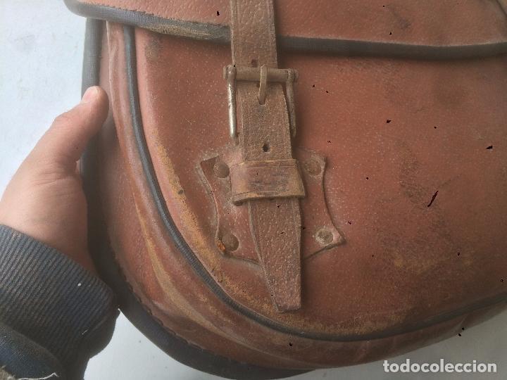 Motos: Antigua mochila / bolsa de cuero para moto de los años 40 con cierres de hebilla - Foto 5 - 85299352