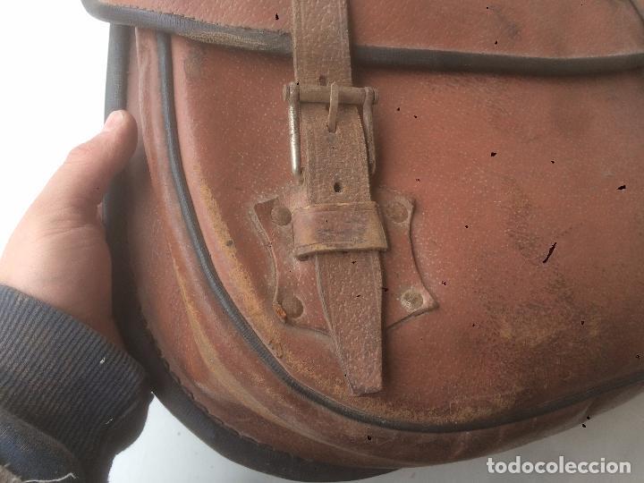 Motos: Antigua mochila / bolsa de cuero para moto de los años 40 con cierres de hebilla - Foto 6 - 85299352