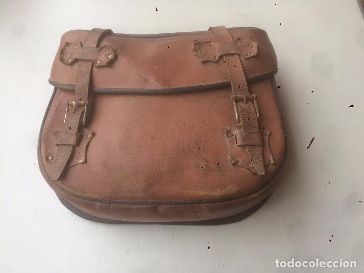 Motos: Antigua mochila / bolsa de cuero para moto de los años 40 con cierres de hebilla - Foto 8 - 85299352