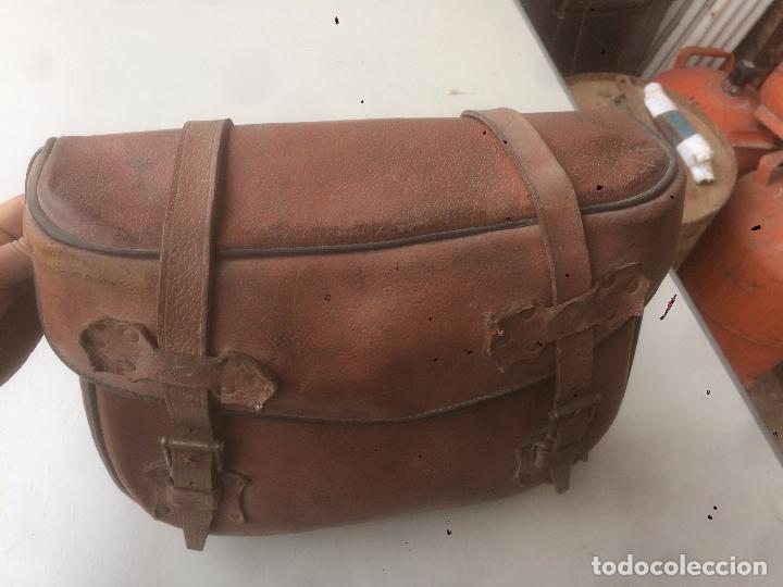 Motos: Antigua mochila / bolsa de cuero para moto de los años 40 con cierres de hebilla - Foto 9 - 85299352