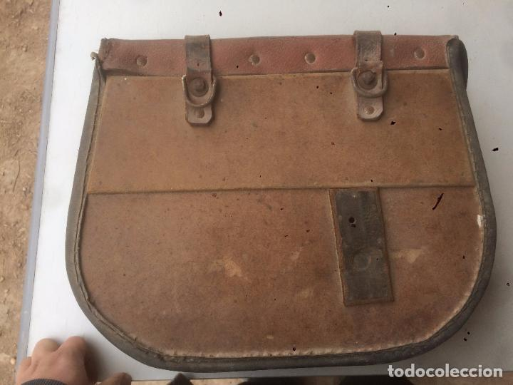 Motos: Antigua mochila / bolsa de cuero para moto de los años 40 con cierres de hebilla - Foto 13 - 85299352