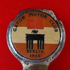 Motos: DISTINTIVO PARA MOTO O COCHE CLUB BERLIN, AÑO 1961. Lote 99553323