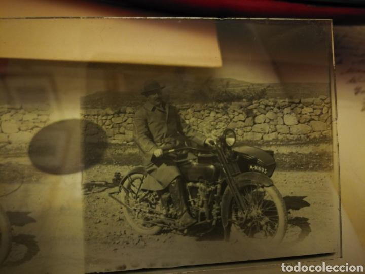 FOTOGRAFIA EN CRISTA. MOTO AÑOS 20-30 (Coches y Motocicletas - Motocicletas Antiguas (hasta 1.939))