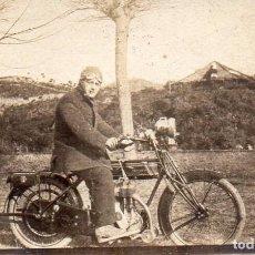 motocicleta 7 x 4,5 cm.
