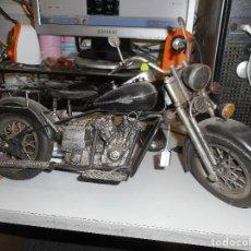 Motos: PRECIOSA MOTO ANTIGUA DECORATIVA TODA METALICA MIDE 42 CM LARGO. Lote 128176287