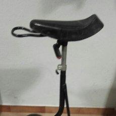 Motos: ANTIGUA BICICLETA DE UNA RUEDA. Lote 173985535