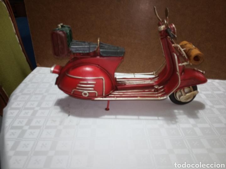 Motos: Bonita moto vespa de chapa muy antigua a escala - Foto 2 - 216719751