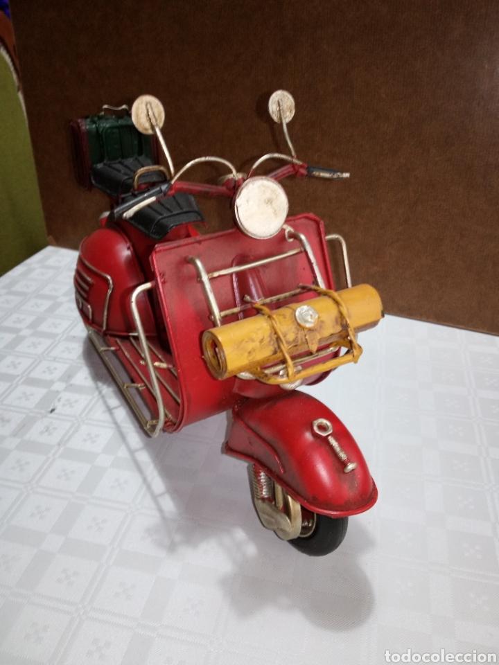 BONITA MOTO VESPA DE CHAPA MUY ANTIGUA A ESCALA (Coches y Motocicletas - Motocicletas Antiguas (hasta 1.939))