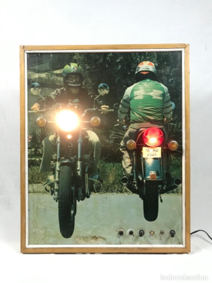 ANTIGUO PANEL LUMINOSO. CARTEL APRENDIZAJE AUTOESCUELA MOTO KAWASAKI. CON LUCES. FUNCIONANDO (Coches y Motocicletas - Motocicletas Antiguas (hasta 1.939))