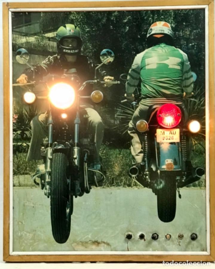 Motos: ANTIGUO PANEL LUMINOSO. CARTEL APRENDIZAJE AUTOESCUELA MOTO KAWASAKI. CON LUCES. FUNCIONANDO - Foto 4 - 254816405